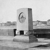 Мемориальная доска-стела крейсера «Аврора»