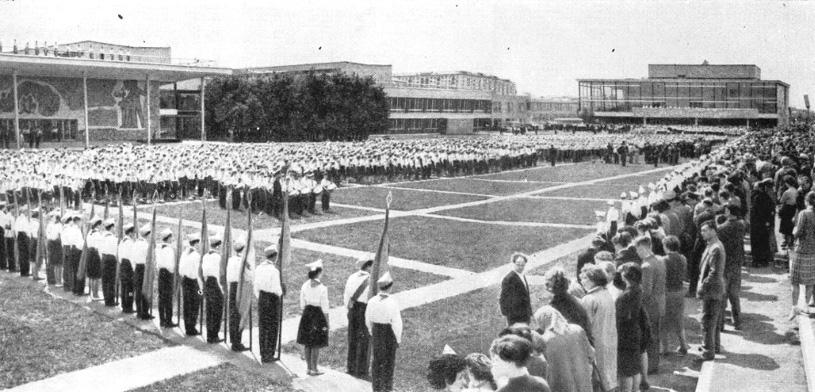 Торжественный парад в день открытия Дворца пионеров. Москва 1 июня 1962 г.