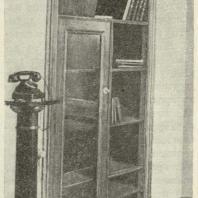 Встроенный книжный шкаф в доме № 21—23 по улице Чкалова.