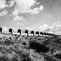 Бухенвальд. Вид на западную гробницу, Улицу Наций и Башню Освобождения с юга