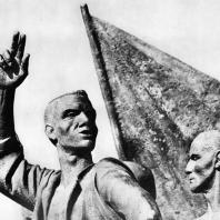 """Бухенвальд. Фриц Кремер. Памятник. Фрагмент (""""Призывающий"""", """"Боец в одеяле"""")"""