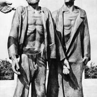 """Бухенвальд. Фриц Кремер. Памятник. Фрагмент (""""Сомневающийся"""", """"Циник"""")"""