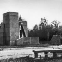 Общий вид поляны в Разливе с памятником-шалашом В.И. Ленина