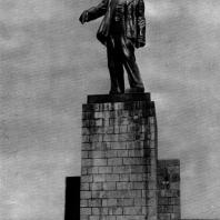 2. И.Д. Шадр. Памятник Ц. И. Ленину на ЗАГЭСе. 1927