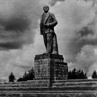 3. С.Д. Меркуров. Памятник Б. И. Ленину в аванпорте канала имени Москвы. 1937