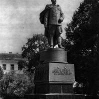9. Н. В. Томский. Памятник дважды Герою Советского Союза генералу Армии И. Д. Черняховскому в Вильнюсе. 1950