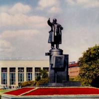 Памятник В.И. Ленину у Финляндского вокзала в Ленинграде. Авторы: В.А. Щуко, В.Г. Гельфрейх и С.А. Евсеев. 1926 г.