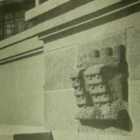 Жилой дом Ленинградского Совета. Деталь гранитного стилобата — барельеф