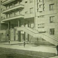 Жилой дом Ленинградского Совета. Дворовый фасад