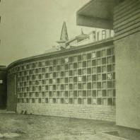 Жилой дом Ленинградского Совета. Ограда во дворе