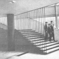 Московский Дворец пионеров. Лестница с подвесными ступенями