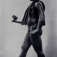 С.Д. Лебедева. Девочка с бабочкой. Кованая медь. 1936 г. Ленинград, Русский музей