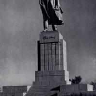 М.Г. Манизер. Памятник В.И. Ленину в Ульяновске. Бронза, гранит. 1940 г.