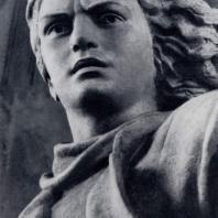 Ю. Микенас. Памятник Марите Мельникайте в Зарасай. Фрагмент. Гранит. 1955 г.