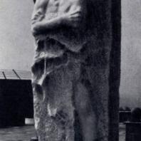 В.Е. Цигаль. Памятник Герою Советского Союза генерал-лейтенанту Д. М. Карбышеву в Маутхаузене. Мрамор. 1963 г.