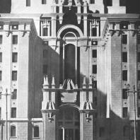 Фрагмент главного входа в здание гостиницы «Ленинградская» на Комсомольской площади. Модель