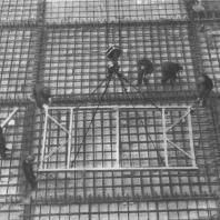 Механизированная укладка арматурных плит фундамента готовыми сварными блоками