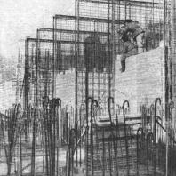 Монтаж арматурных стеновых блоков фундамента и щитов опалубки на строительстве гостиницы в Дорогомилове