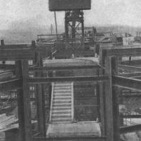 Крупнопанельные железобетонные блоки лестниц монтируются одновременно с металлом каркаса