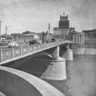 Высотное здание на Смоленской площади со стороны Бородинского моста
