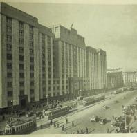 Дом СНК СССР в Москве. Вид здания с Манежной площади