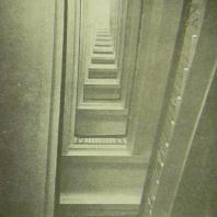 Дом СНК СССР в Москве. Лестница 12-этажной части здания