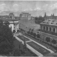 Москва. Манежная площадь. Вид со стороны Моховой улицы
