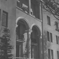 Москва. Ленинградское шоссе. Жилой дом. Фрагмент фасада. З.М. Розенфельд. 1939
