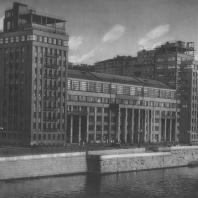 Москва. Улица Серафимовича. Административное здание. Б.М. и Д.М. Иофан. 1928—1930