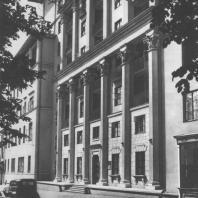 Москва. Никитский бульвар. Фрагмент фасада жилого дома. Е.Л. Иохелес