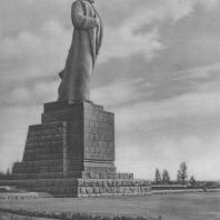 Монумент И.В. Сталина на канале имени Москвы. Скульптор С.Д. Меркуров. 1937