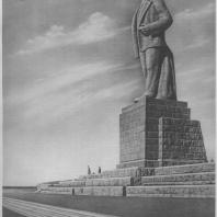 Монумент В. И. Ленина на канале имени Москвы. Скульптор С.Д. Меркуров. 1937
