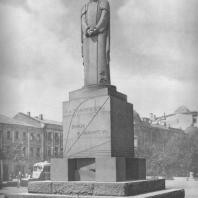 Москва. Памятник К.А. Тимирязеву на Никитском бульваре. С.Д. Меркуров. 1923