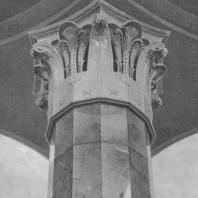 Москва. Метрополитен. Станция Киевская. Капитель колонны в перонном зале
