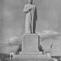 Всесоюзная сельскохозяйственная выставка. Монумент И.В. Сталина. Скульптор С.Д. Меркуров. 1939