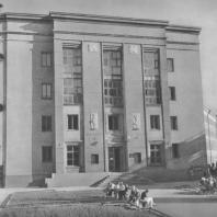 Ленинград. Здание школы на Садовой улице. Е.А. Левинсон, И.И. Фомин