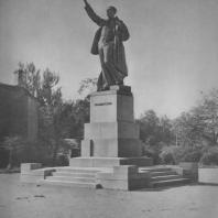 Ленинград. Памятник В. Володарскому. М.Г. Манизер. 1927