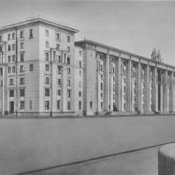 Ленинград. Набережная Невы. Жилой дом. Е.А. Левинсон, И.И. Фомин.1938—1940